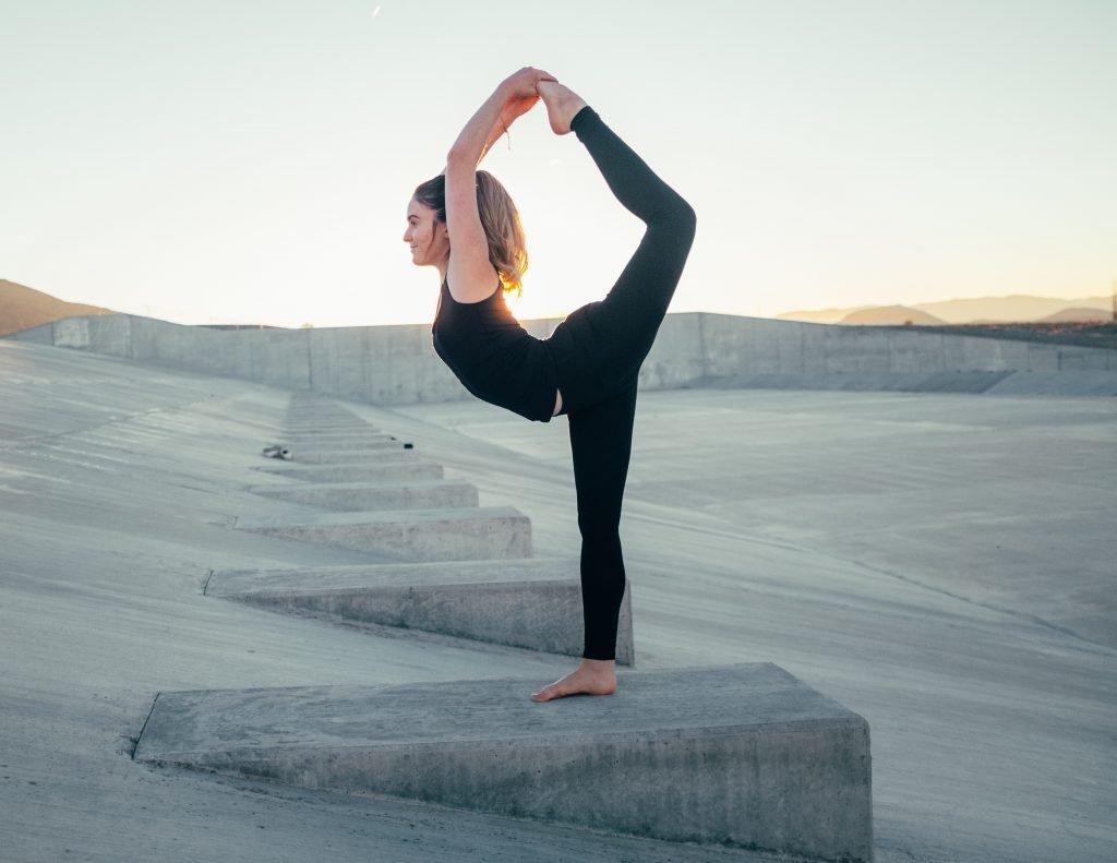 wesley tingey nZynZmR3Ls unsplash 1024x791 - Salutation au soleil, un type de yoga à pratiquer le matin