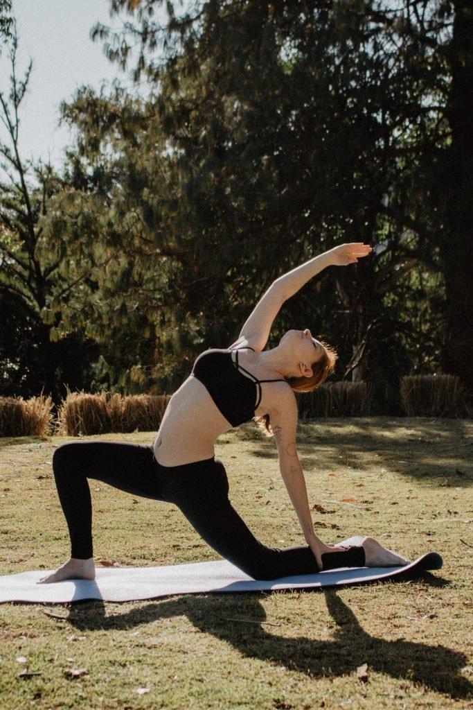 pratique du yoga min 683x1024 - Découvrez tous les bienfaits du yoga